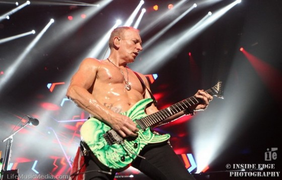 Def Leppard at Rod Laver Arena, Melbourne - November 18, 2015