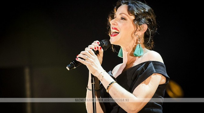 Photo Gallery : Tina Arena at Hamer Hall, Melbourne – February 19, 2016