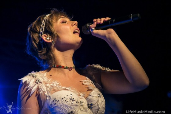 Clare Bowen at Metro Theatre, Sydney - May 28, 2016 Photographer: Wendy Robinson