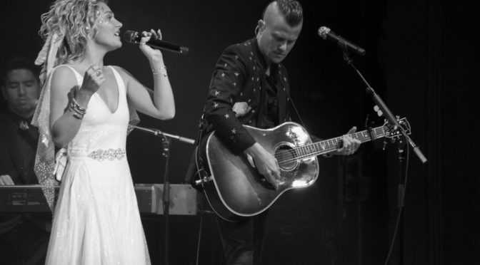 Photos : Clare Bowen at Enmore Theatre, Sydney – 02 October 2018